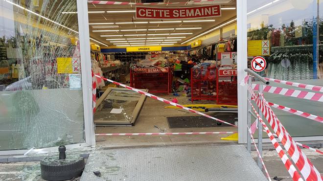 Tentative de cambriolage à la voiture-bélier au Zeeman de Braine-le-Comte: