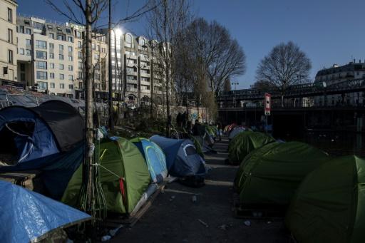 Migrants à Paris: le diocèse dénonce une