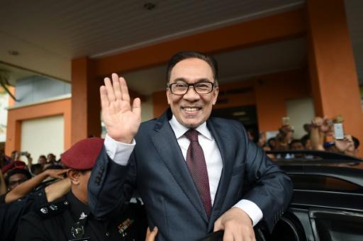 Malaisie: l'ex-opposant Anwar Ibrahim libéré de prison après la victoire aux élections