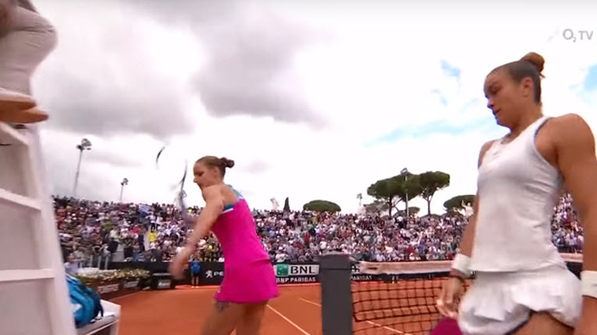Flouée par une erreur, Pliskova détruit avec RAGE la chaise de l'arbitre sous les yeux stupéfaits de son adversaire (vidéo)