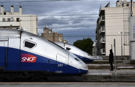 Grève SNCF: plus d'un TGV sur 2, trafic TER encore très perturbé vendredi