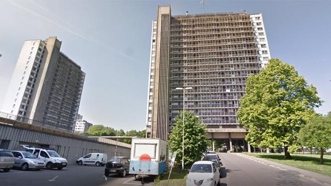 Sans ascenseur, des habitants d'une tour de 16 étages à Laeken sont bloqués depuis 8 jours: