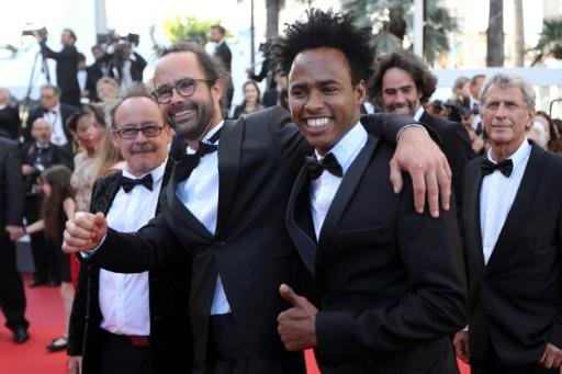 Des réfugiés à Cannes avec le