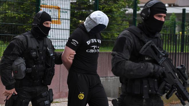 Attaque au couteau à Paris: l'ami de l'assaillant mis en examen, deux femmes arrêtées