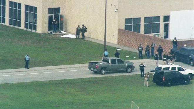 USA: une fusillade dans un lycée au Texas fait 8 à 10 morts