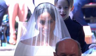 Mariage de Meghan et Harry- entre ombres et lumières, la mariée fait son entrée dans la chapelle entourée d'enfants