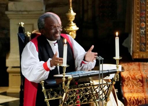 Un sermon enflammé réchauffe le mariage royal