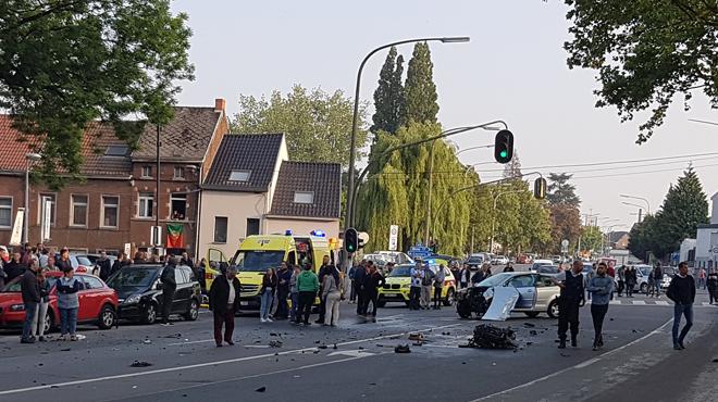 Collision spectaculaire entre 3 véhicules à Soignies:
