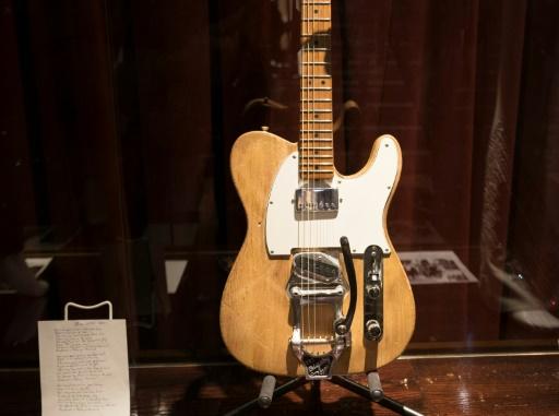 Une guitare emblématique de Bob Dylan vendue 495.000 dollars