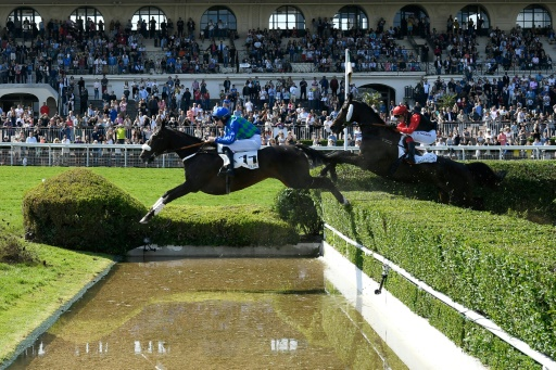 Grand Steeple-Chase de Paris : On The Go victorieux et triple chute