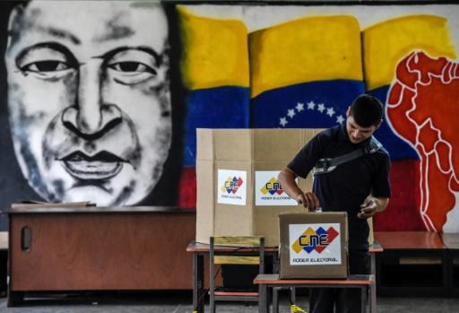 Venezuela: des bureaux de vote ouverts après l'heure officielle de fermeture