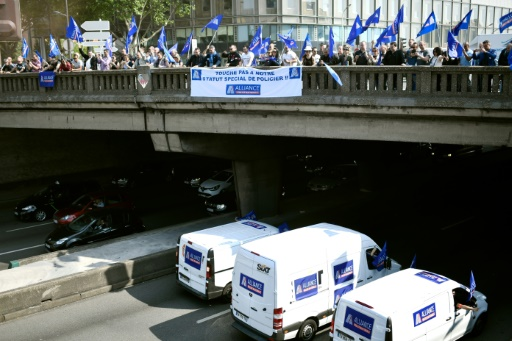 Opération escargot à Paris pour défendre le régime spécial de retraite des policiers