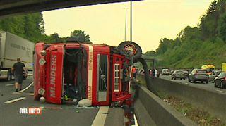 Un camion termine sur le flanc sur le ring de Bruxelles- évitez ce tronçon 3