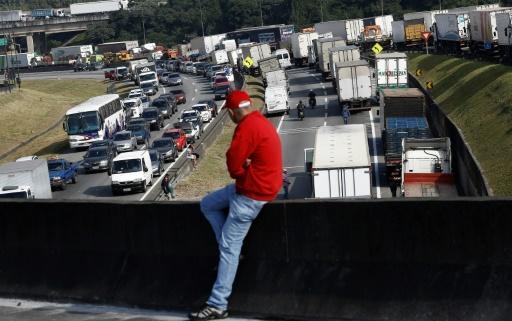 Brésil: trêve de 15 jours dans la grève des routiers