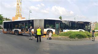 Impressionnant accident à Molenbeek- un bus STIB fonce dans un rond-point (photos) 5