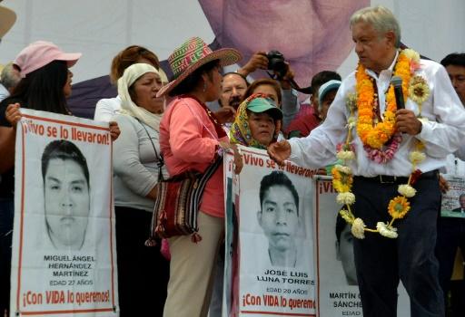 Mexique: le candidat Lopez Obrador promet la justice pour les 43 étudiants disparus
