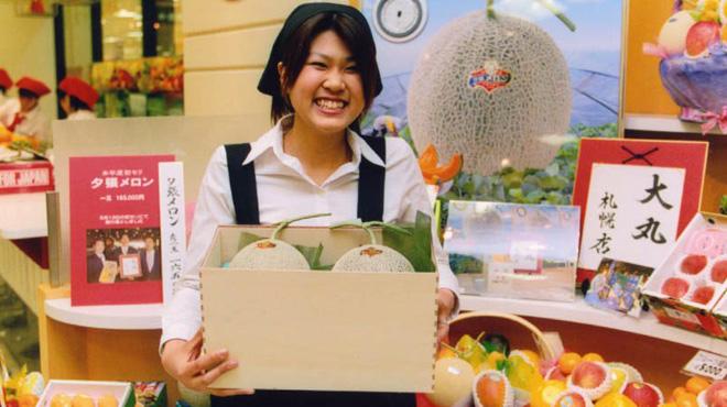 Au Japon, des fruits s'achètent à prix d'or: des melons ont été vendus à plus de 25.000 euros