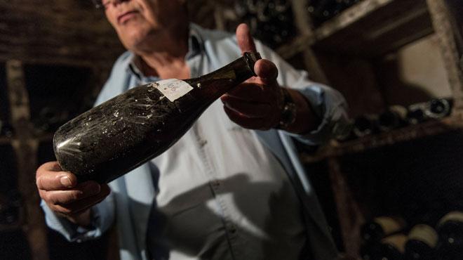 Une bouteille de vin du Jura vendue à prix d or