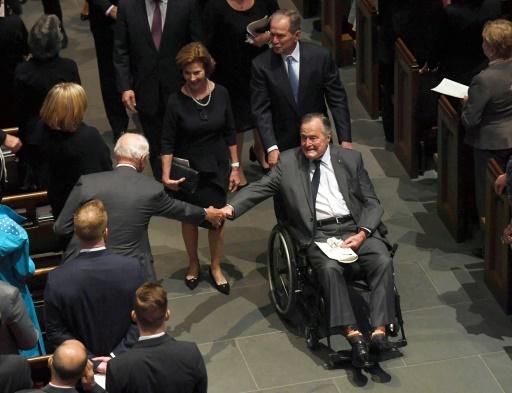 L'ex-président américain George H.W. Bush hospitalisé