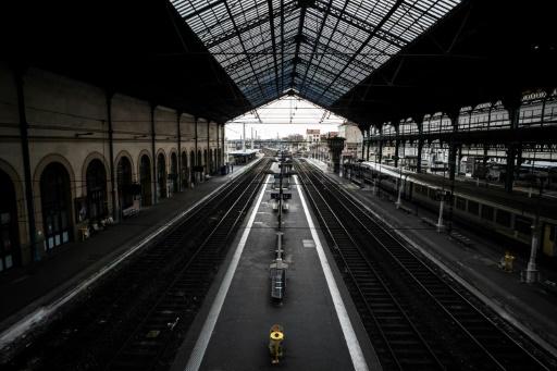 Grève SNCF: deux TGV sur 3, un TER sur deux,2 Intercités sur 5 lundi