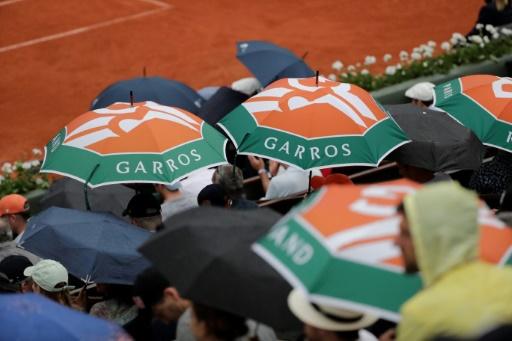 Roland-Garros: Nadal, interrompu par la pluie, terminera mardi