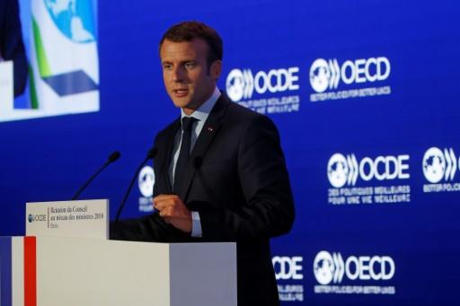 Macron propose des négociations pour