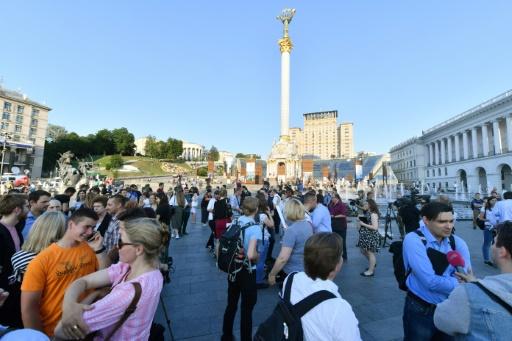 Des journalistes à Kiev célèbrent