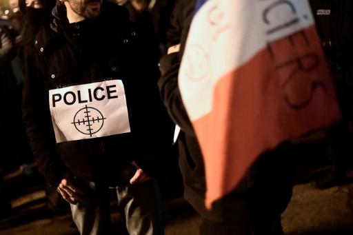 Policiers brûlés à Viry-Châtillon: le parquet veut un procès aux assises pour 13 suspects