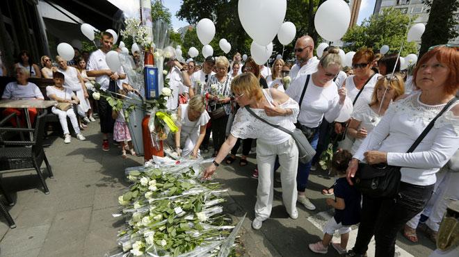 3.000 personnes rendent hommage aux victimes de la tuerie à Liège: les messages poignants des proches