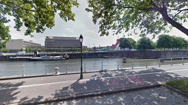 Une voiture fonce droit dans le canal de Bruxelles: une personne entre la vie et la mort
