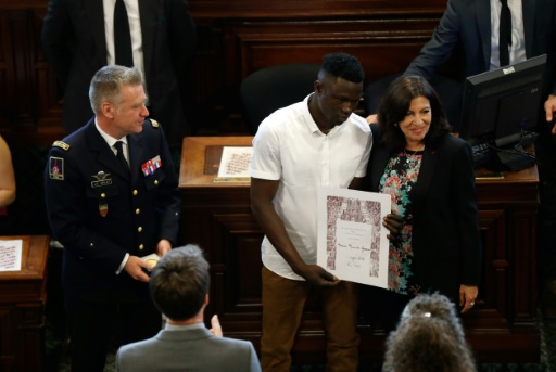 Mamoudou Gassama reçoit la plus haute distinction de la Ville de Paris