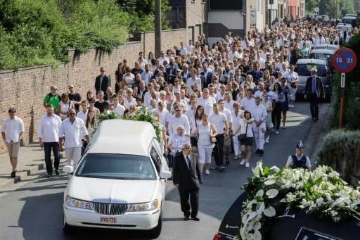 Attaque de Liège: des centaines de personnes aux obsèques de l'étudiant tué