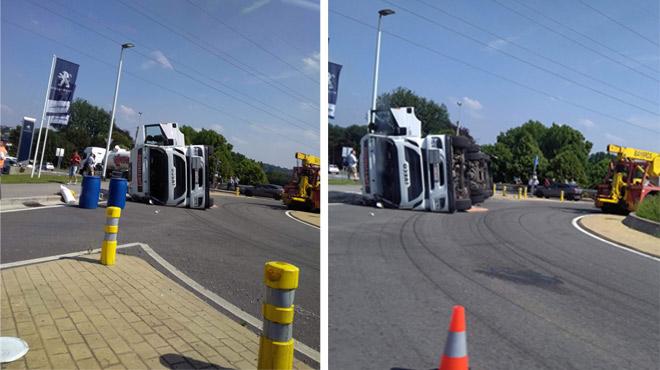 Circulation difficile près de Visé: un camion sur le flanc au rond-point de Haccourt
