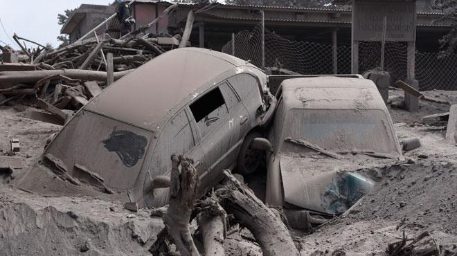 Près de 200 disparus et au moins 75 morts après l'éruption du