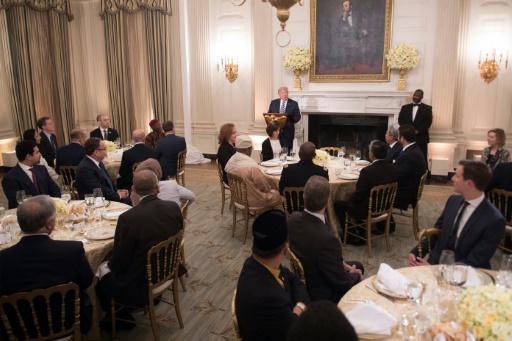 Trump reçoit des ambassadeurs musulmans pour le dîner de rupture du jeûne