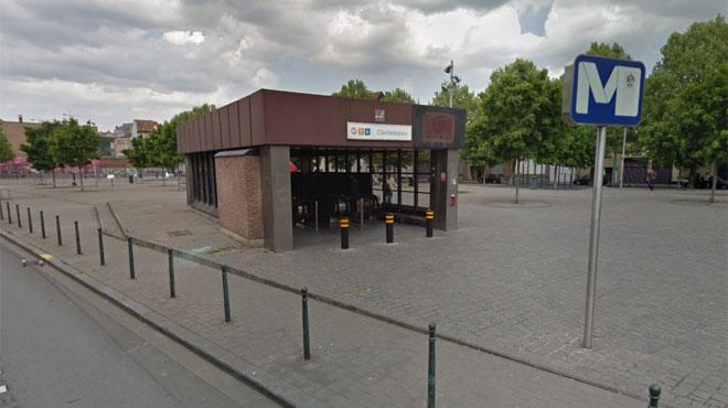 Un homme sort une arme dans la station de métro Clémenceau à Bruxelles: deux suspects interpellés
