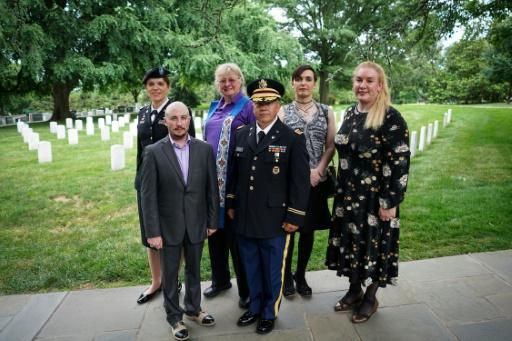Malgré Donald Trump, militaires et vétérans transgenres honorent leurs morts