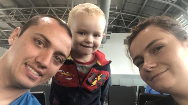 Bertrand et sa famille veulent rentrer de leurs vacances en Grèce mais rien ne se passe comme prévu: