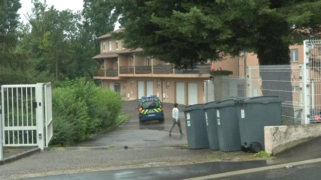 Deux fillettes mortes découvertes dans un appartement de la gendarmerie: la mère en garde à vue