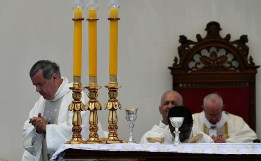 Le pape lâche trois évêques chiliens dont son ex-protégé Juan Barros
