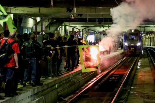 SNCF: 200 cheminots manifestent pour le retrait de la réforme à l'appel de SUD-Rail