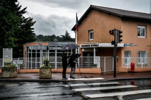 Fillettes décédées dans une caserne de gendarmes: la mère en garde à vue