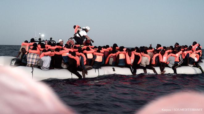 Les 629 migrants de l'Aquarius transbordés sur des navires italiens pour aller en Espagne