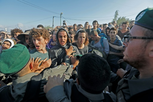 Israël évacue une colonie en Cisjordanie occupée