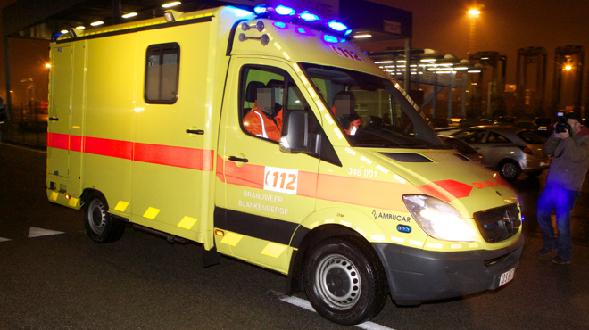 Violente collision sur la N5 à Genappe: une voiture finit sa course sur le toit, un occupant désincarcéré