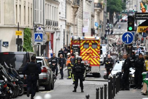 Prise d'otages dans un immeuble à Paris par un homme aux
