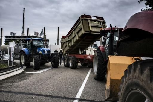 Carburants: les blocages commencent à se lever après des avancées dans les négociations