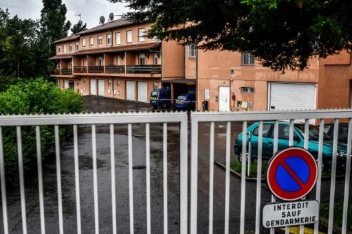 Fillettes mortes dans une caserne de gendarmerie: la mère mise en examen et écrouée