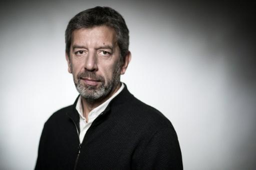 Cymes, animateur TV favori des Français, repasse devant Nagui