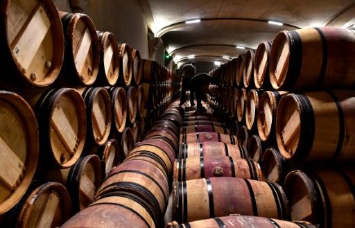 Contrefaçon de vin: prison ferme requise contre l'ex-footballeur Christophe Robert